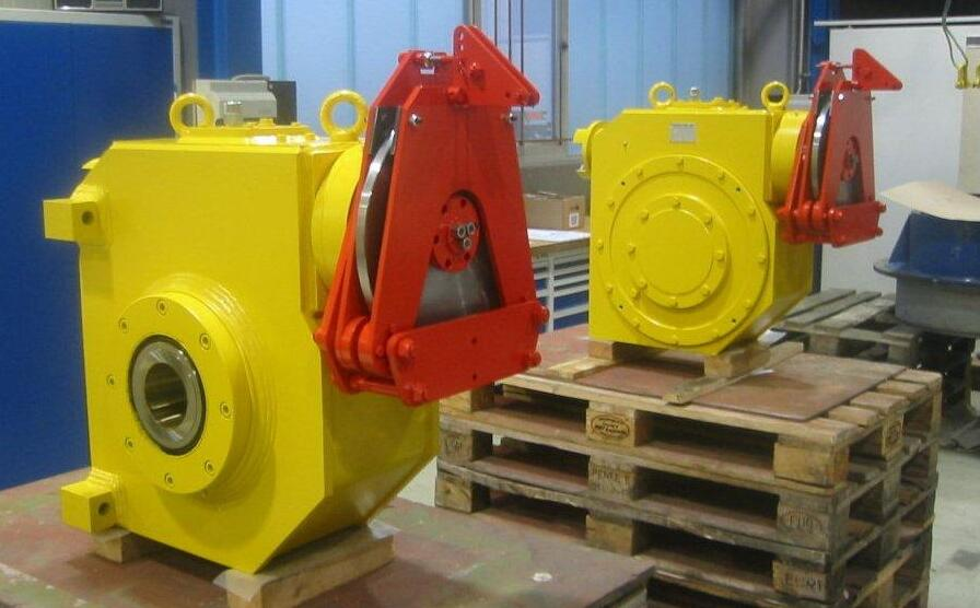 Trolley gearboxes for a special crane